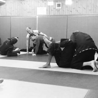 Mattan är ett laboratorium. #sbjjc #stockholmbjjcenter #bjjstockholm #sbgi #straightblastgym #sbgestonia #3dtreening