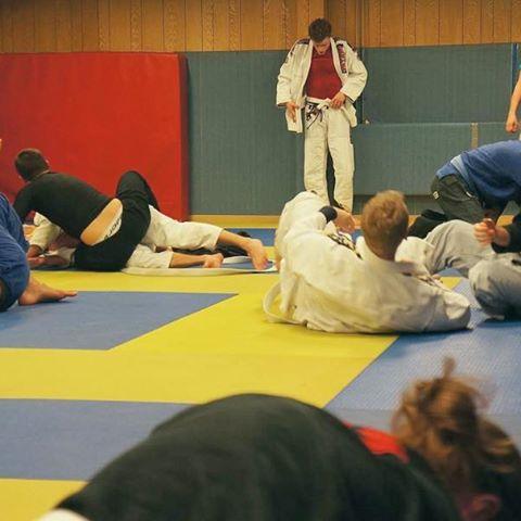 Terminen rullar igång den 9:e januari på Stockholm BJJ Center!Nu 30 dagars gratis provträning.Kom och prova på världens roligaste kampsport! Vi har klasser för alla, barn som vuxna.Introduktionspass måndagar och onsdagar 18.45-20.00.#sbjjc #stockholmbjjcenter #bjjstockholm #brasilianskjiujitsu #magnusladulåsgatan #södermalm