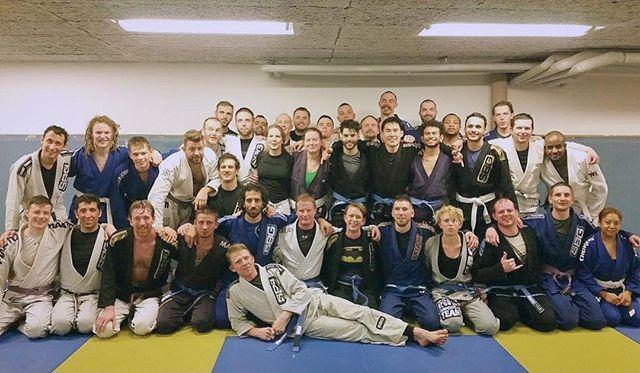 Superstort grattis till våra nya blåbälten Alex, Nisse, Henrik, Cissi, Alex H, Theres och Abdullah! #stockholmbjjcenter #sbjjc #bjjstockholm #blåbälte #straightblastgym